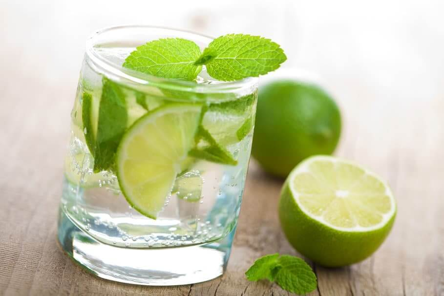 20150706--glass-water-lime-mint-fresh-1