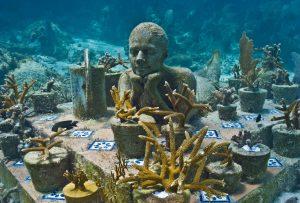 """""""Le Jardinier"""", statue immergée au large du Mexique"""